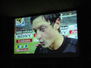 Public Viewing im Foyer, WM 2010: Promis zu Besuch :-)
