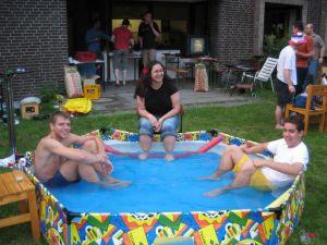 Sommerfest 2006 - Abkühlung im Pool